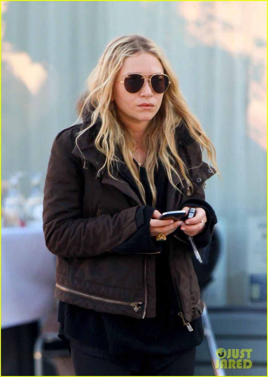 mary kate olsen lunches in west hollywood 022604316