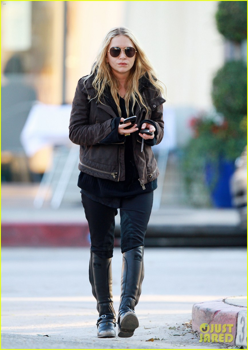 mary kate olsen lunches in west hollywood 05