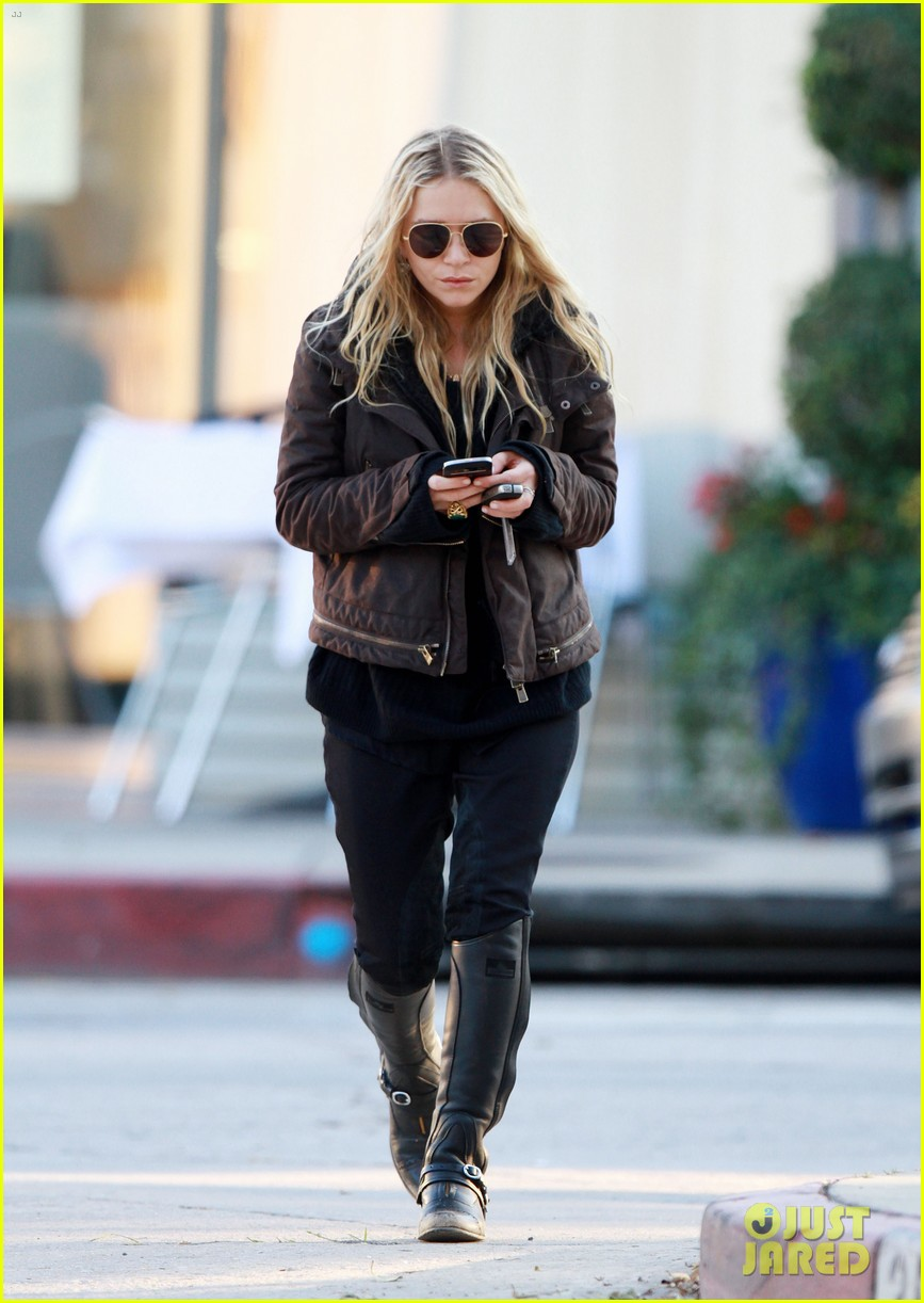 mary kate olsen lunches in west hollywood 082604322