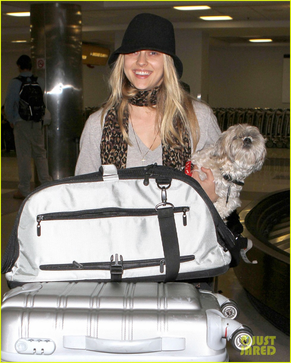 teresa palmer lax airport arrival 03