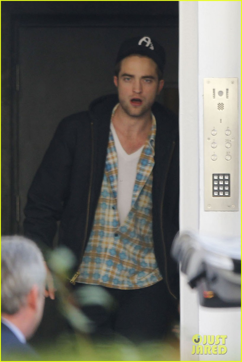 robert pattinson yawn 01