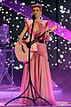 katy perry wins special award at amas 2011 01