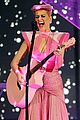 katy perry wins special award at amas 2011 06