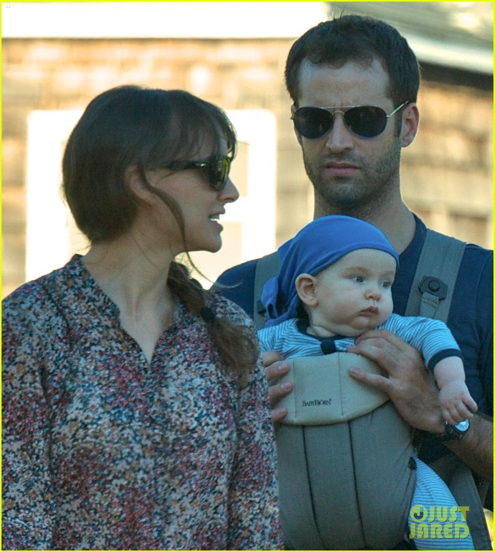 natalie portman day out family 032604508