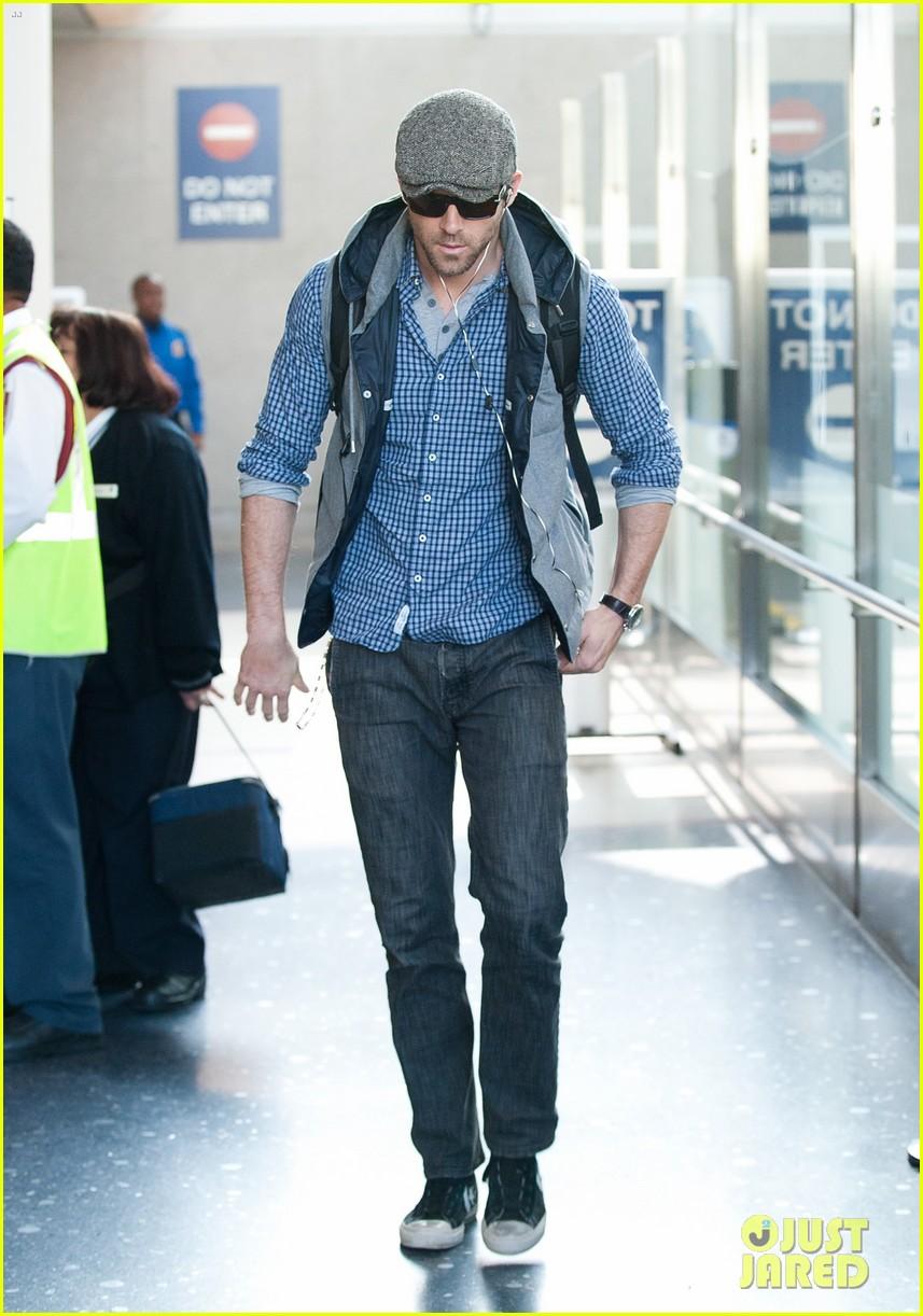805b5840429907 Ryan Reynolds  From Boston to LA!  Photo 2601338