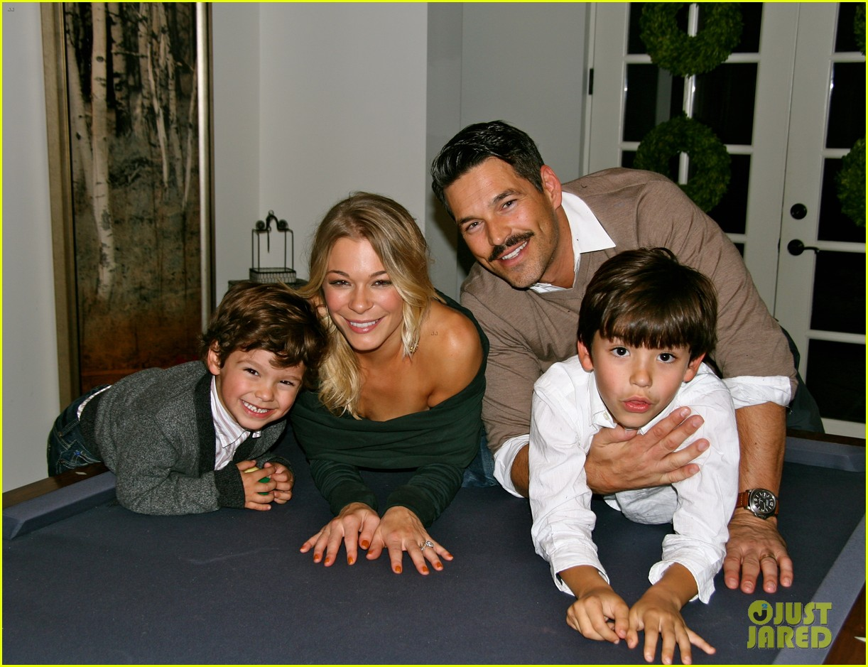 leann rimes thanksgiving weekend with the family 052604228