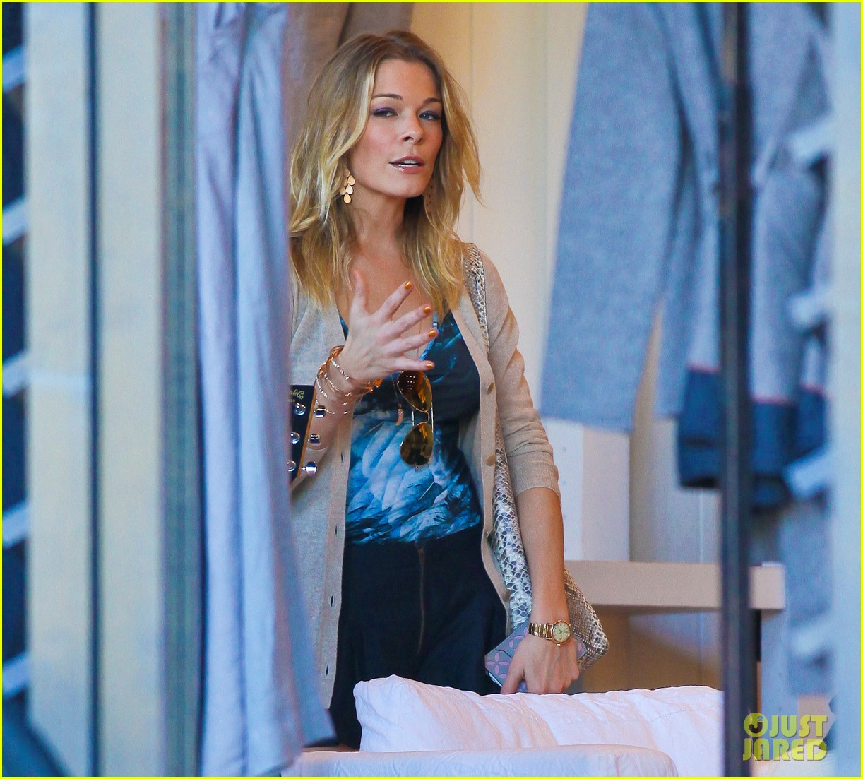 leann rimes thanksgiving weekend with the family 082604231