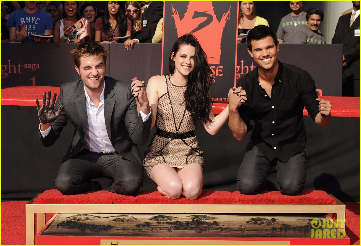 kristen stewart robert pattinson hand footprint ceremony 032596412