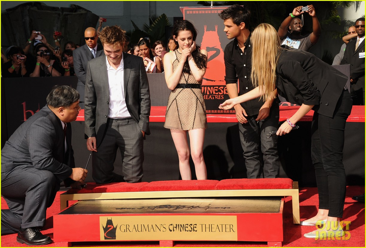 kristen stewart robert pattinson hand footprint ceremony 08