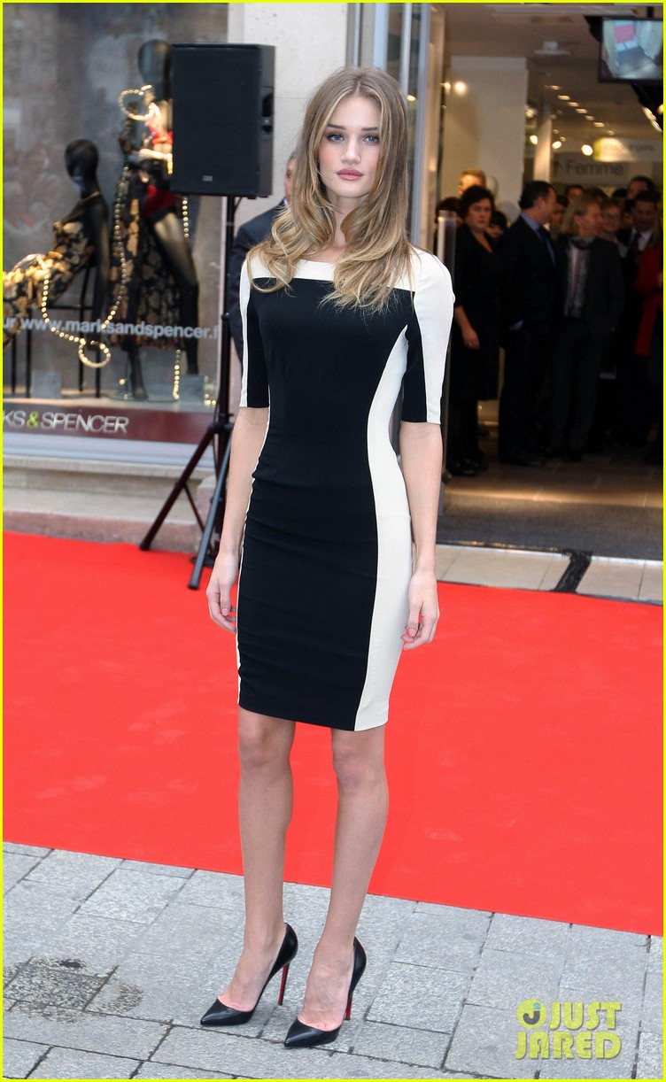 rosie huntington whitley marks spencer 012603784