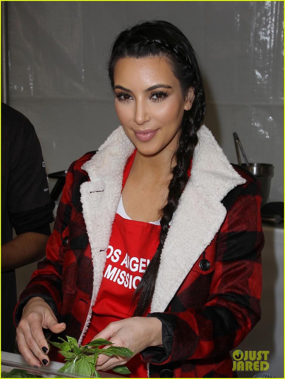 zoe saldana kim kardashian thanksgiving la mission 10