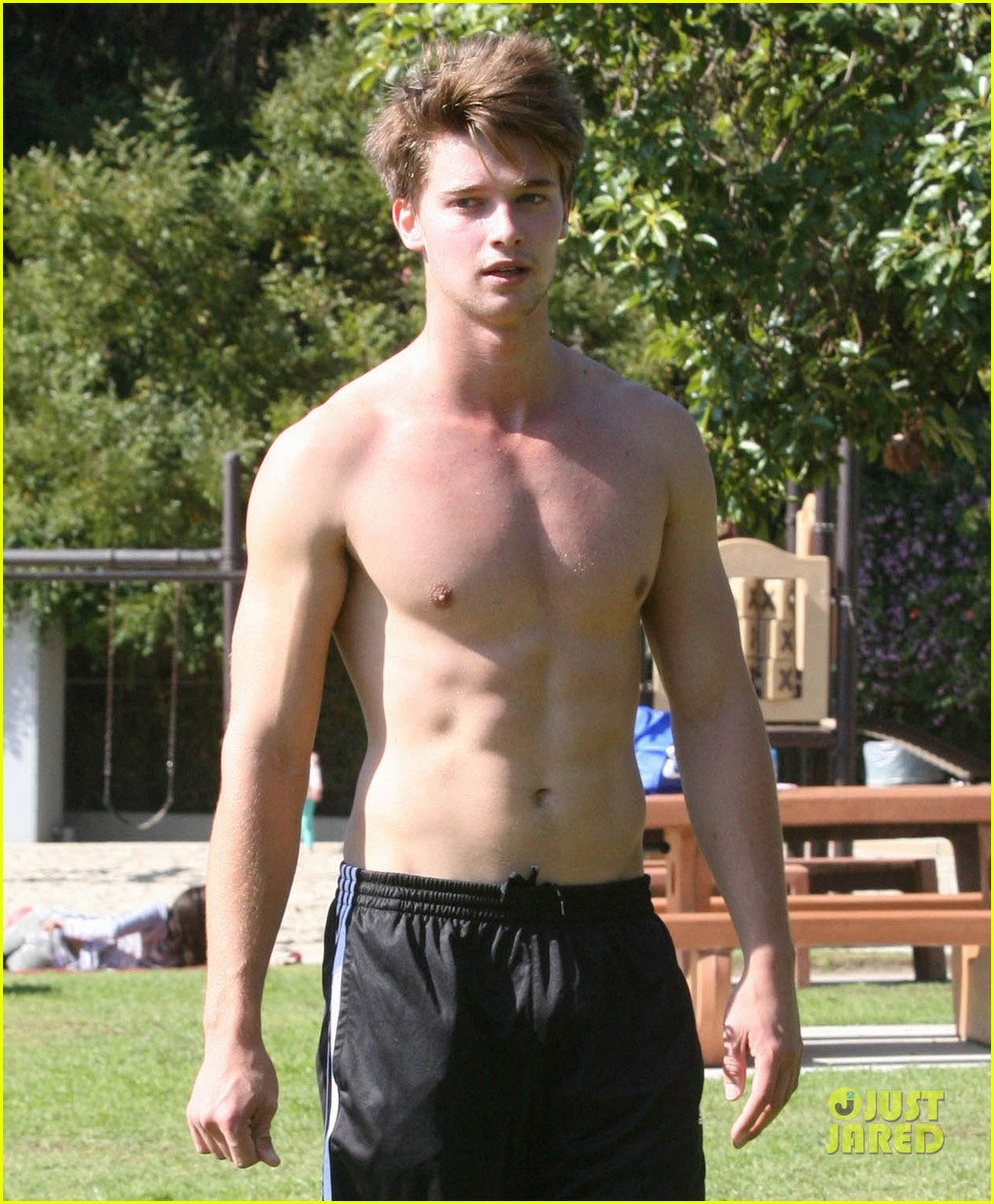 patrick schwarzenegger shirtless run 07