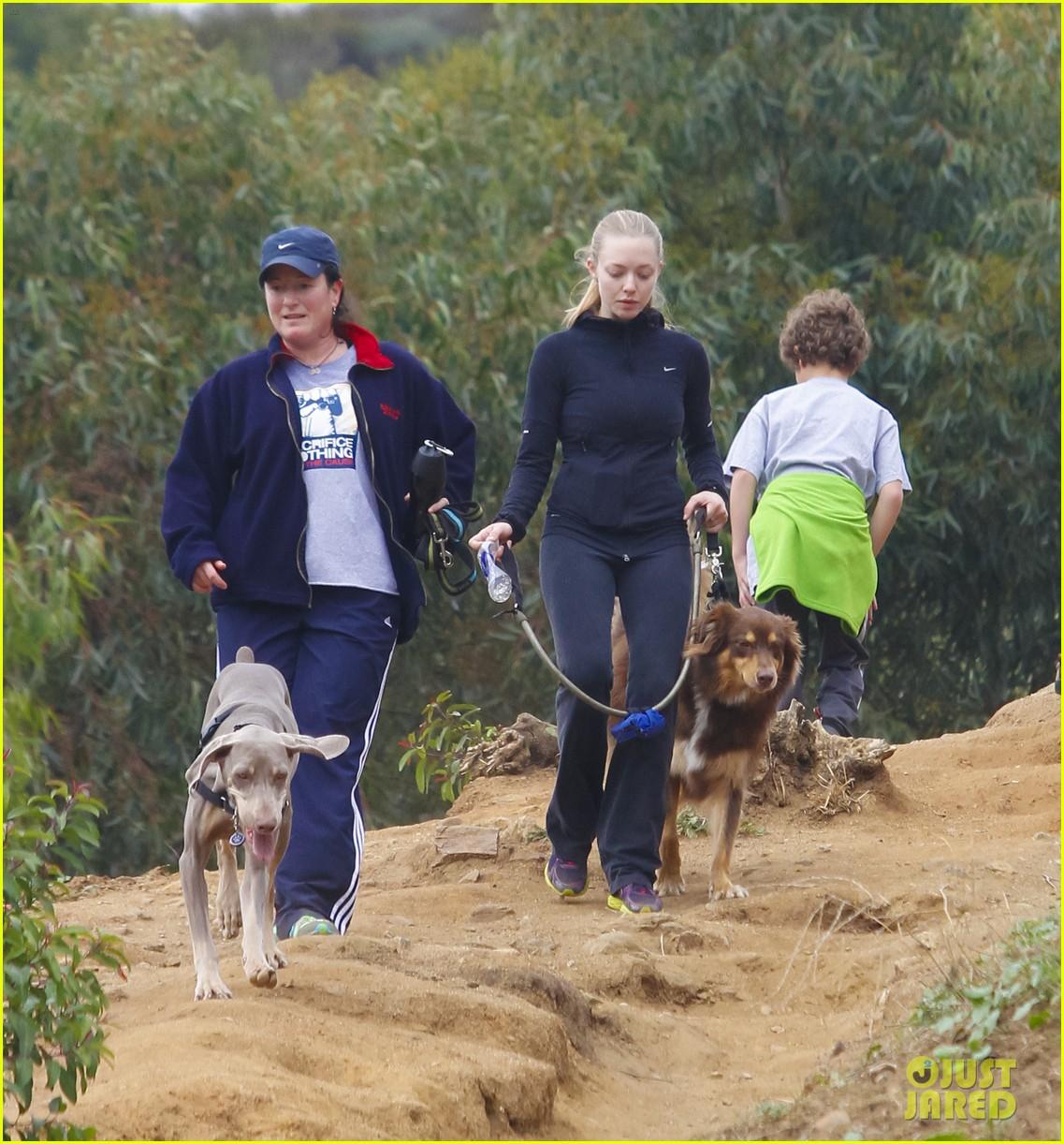 amanda seyfried hike finn 052603895