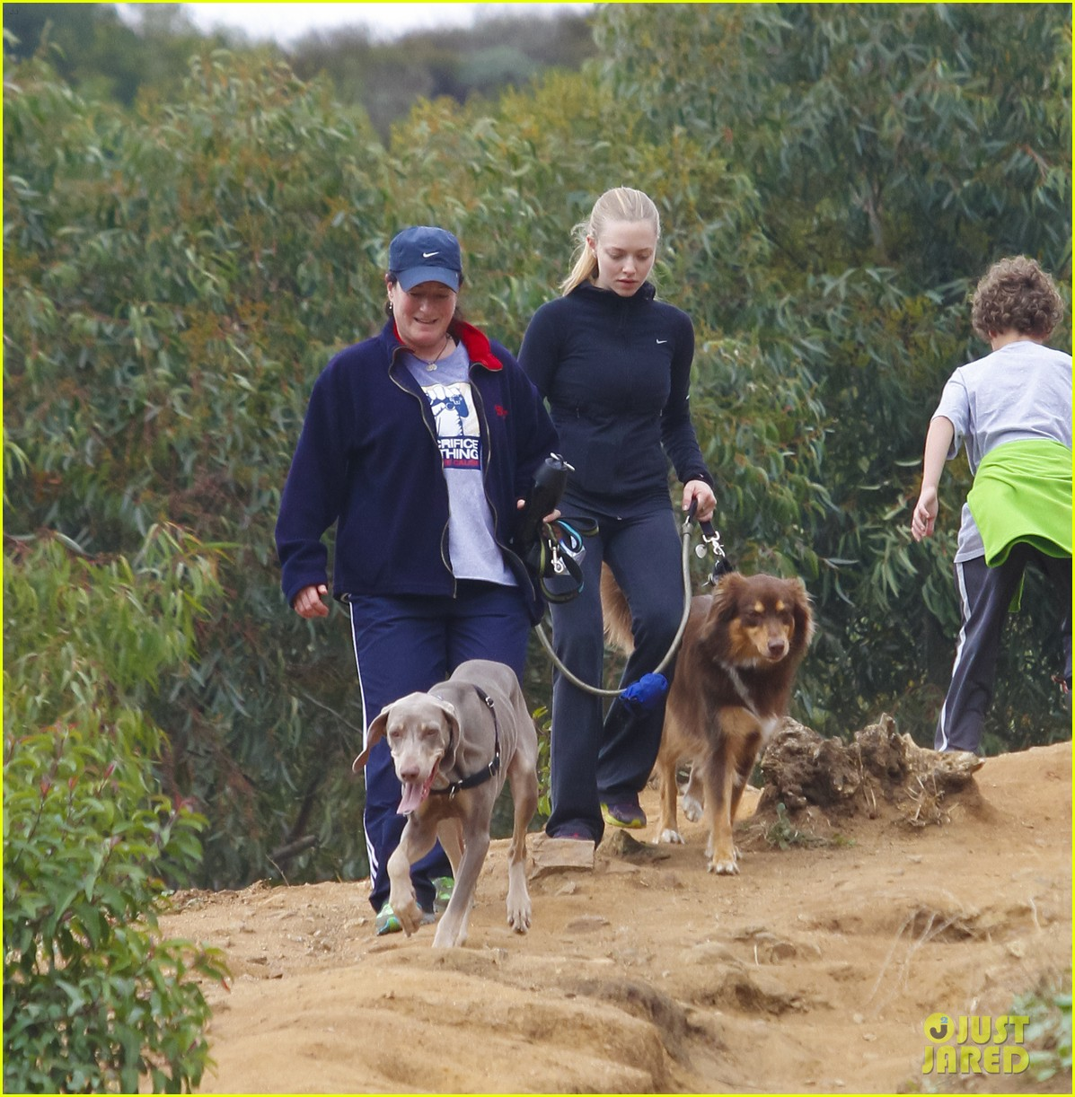 amanda seyfried hike finn 09