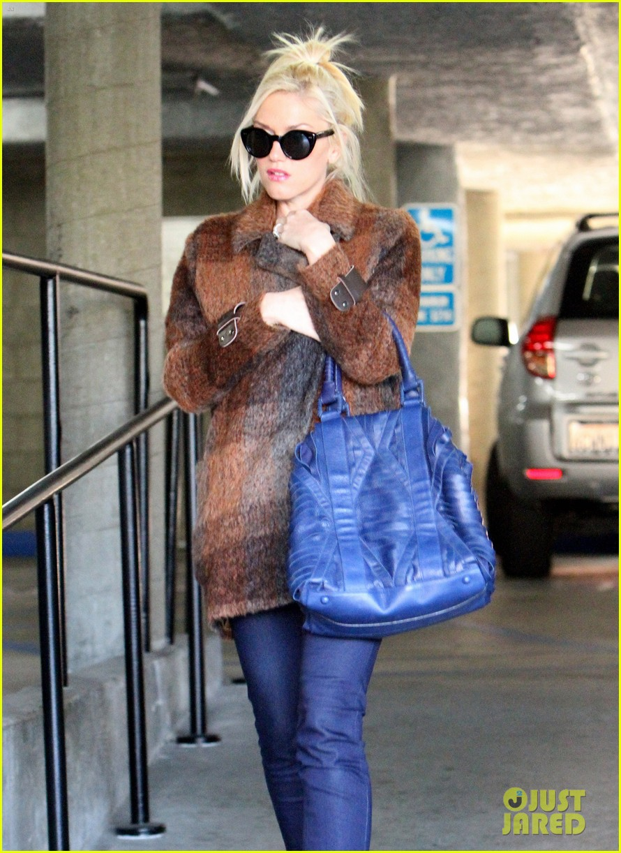 gwen stefani out about brentwood 022599137
