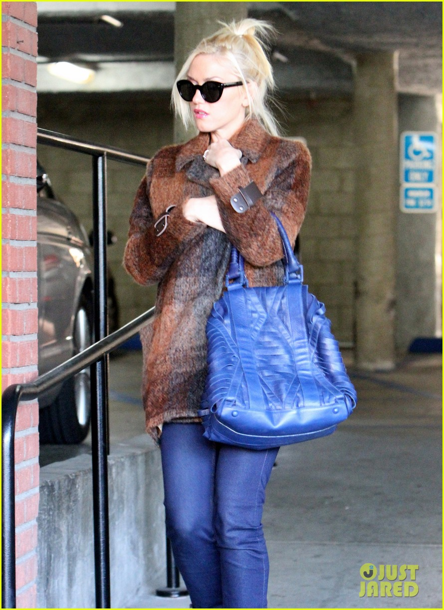 gwen stefani out about brentwood 042599139