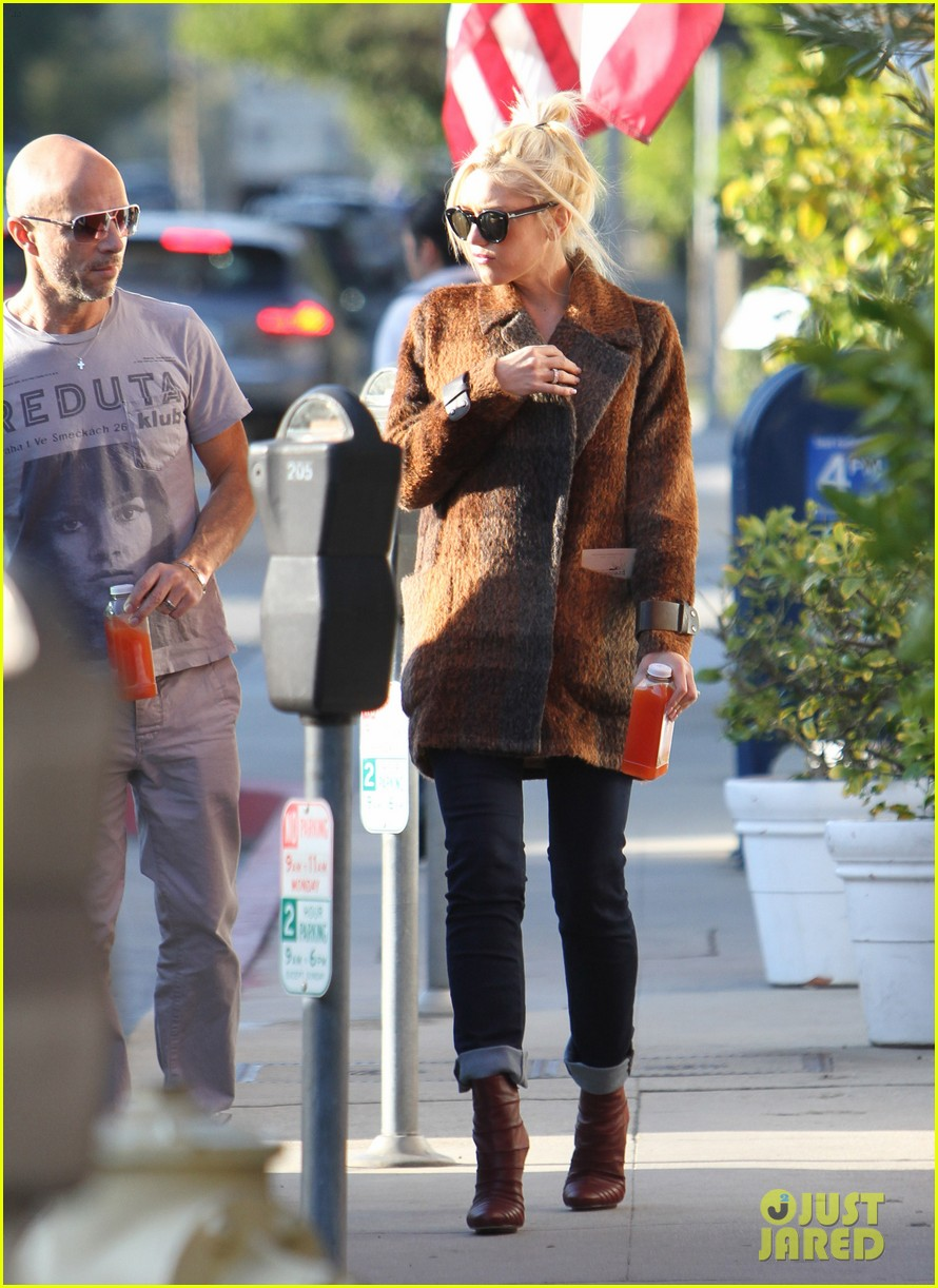 gwen stefani out about brentwood 062599141
