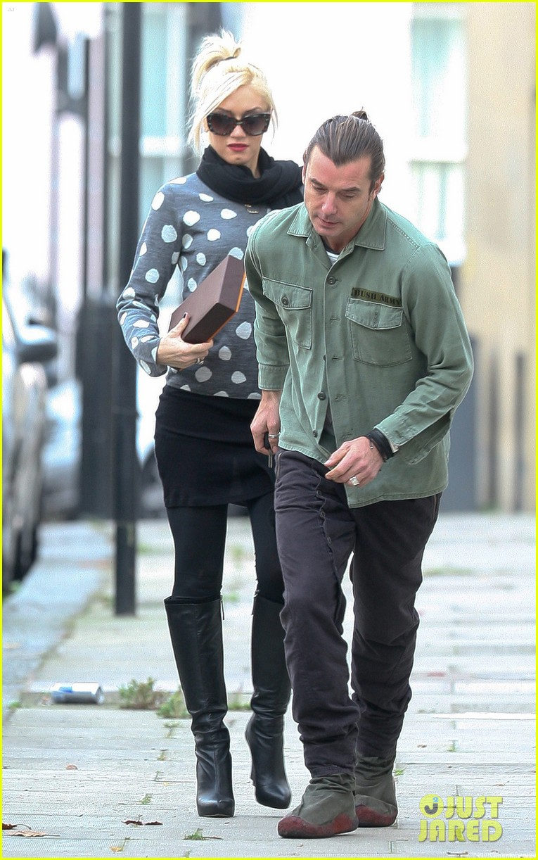 gwen stefani gavin rossdale heathrow 052603467