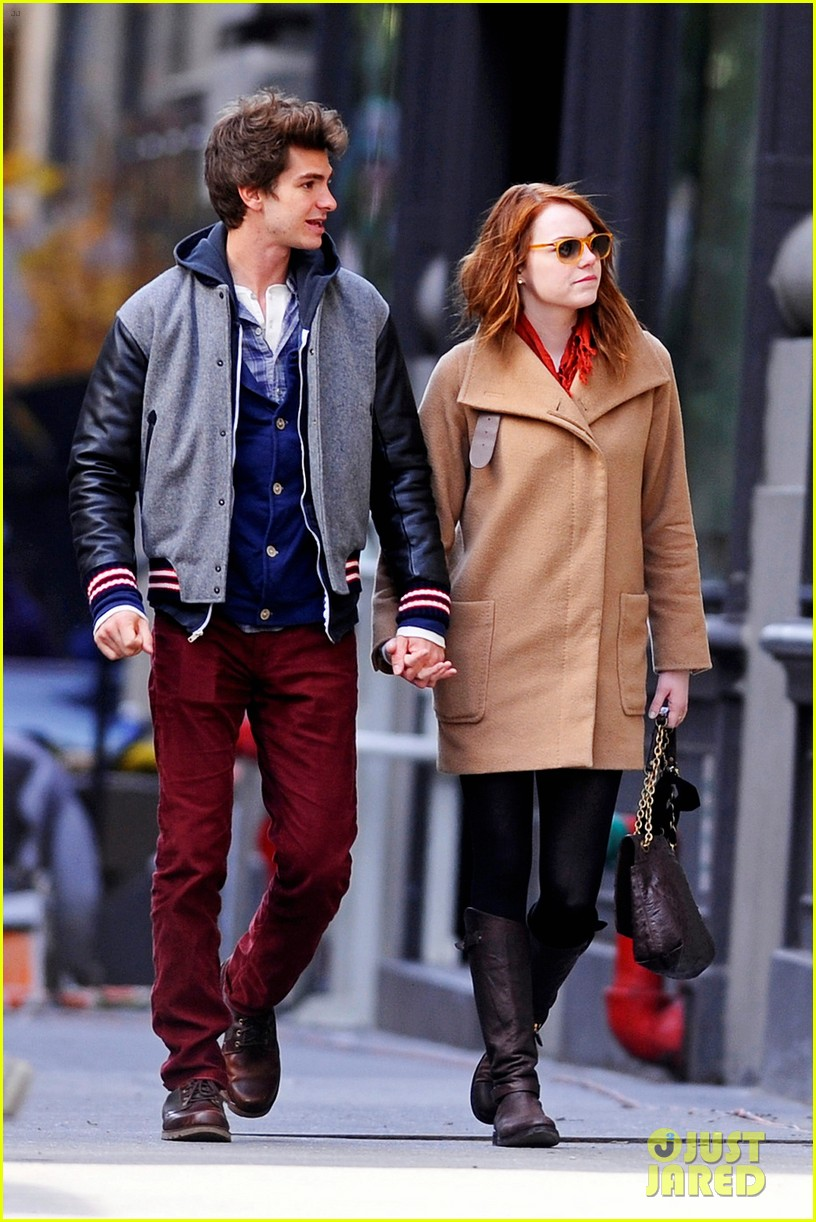 emma stone andrew garfield holding hands in nyc 07