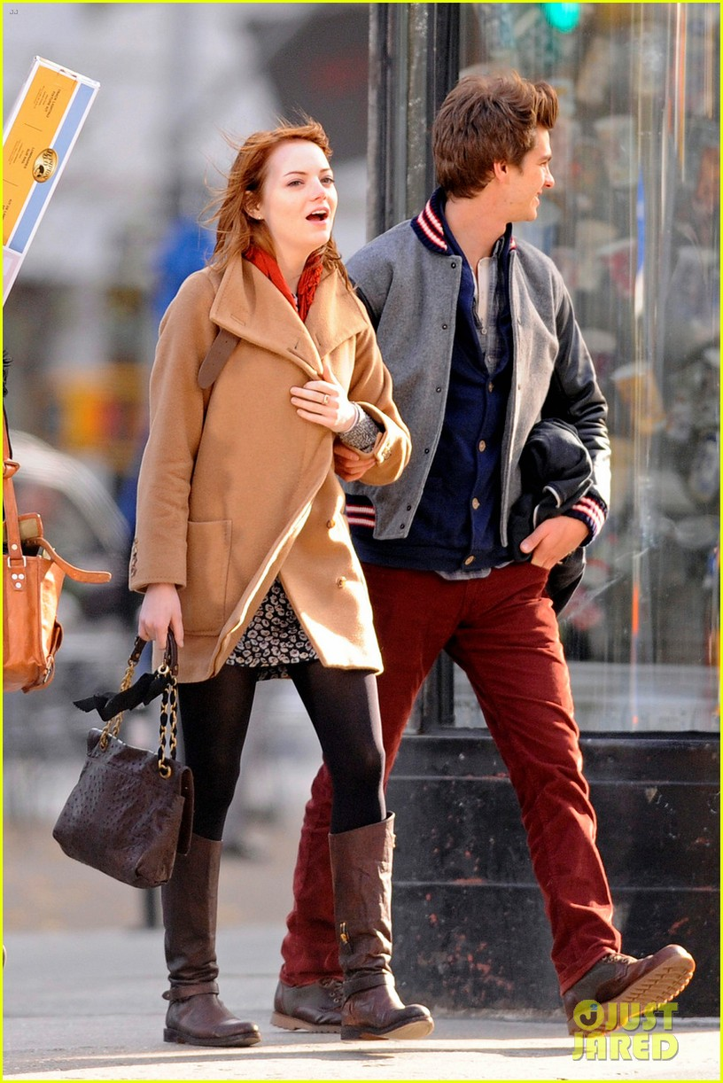 emma stone andrew garfield holding hands in nyc 082602601