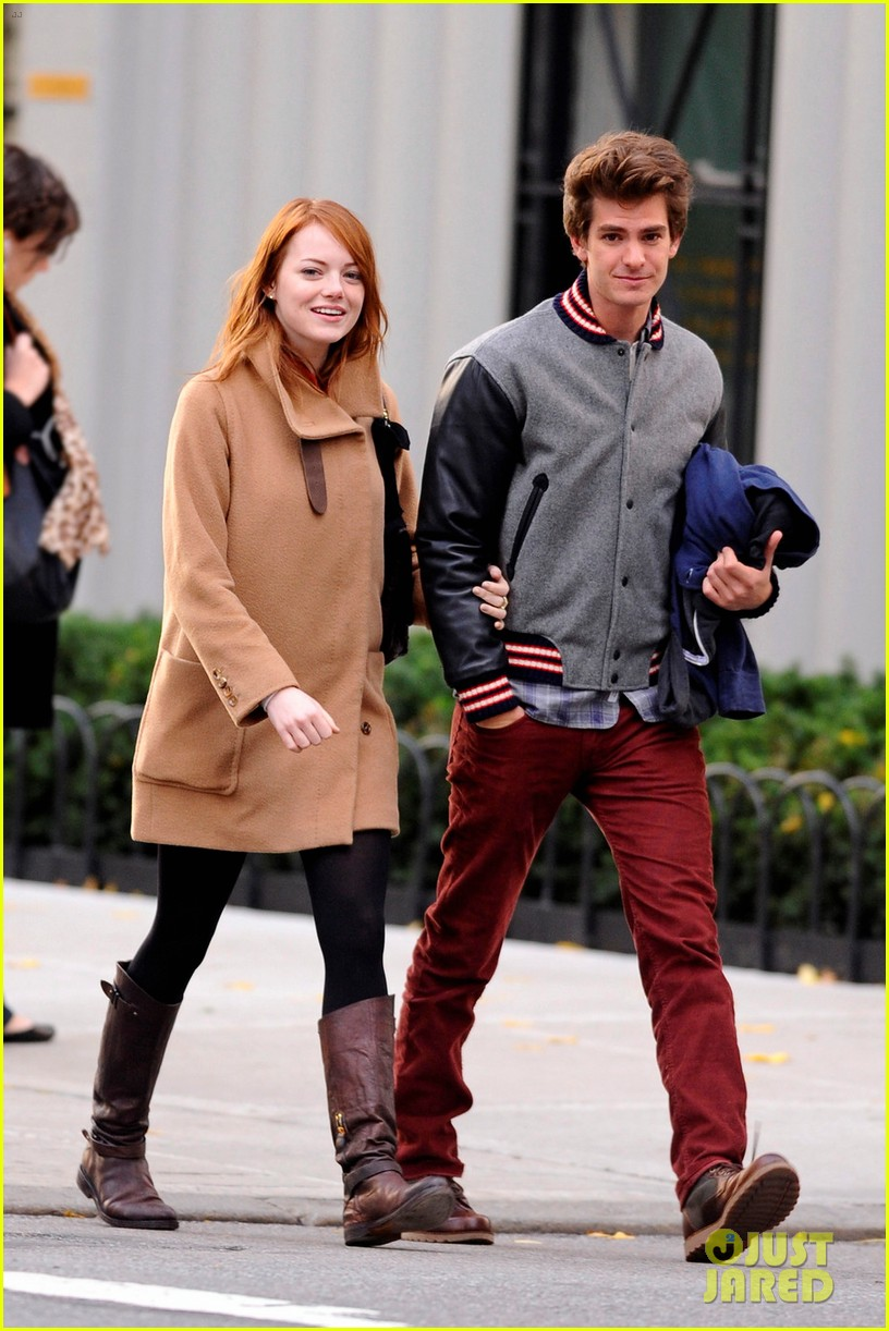 emma stone andrew garfield holding hands in nyc 11