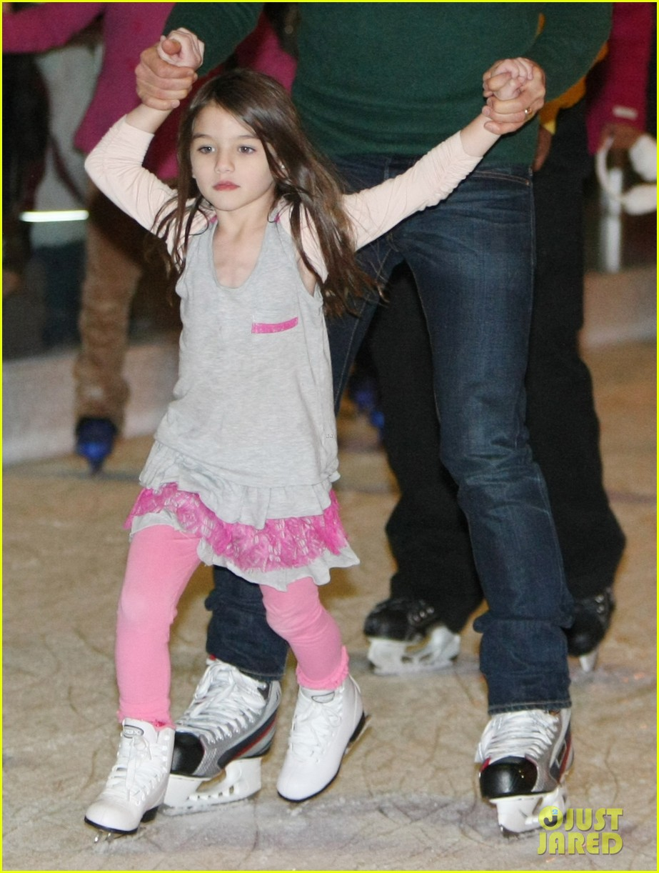 suri cruise ice skating 02