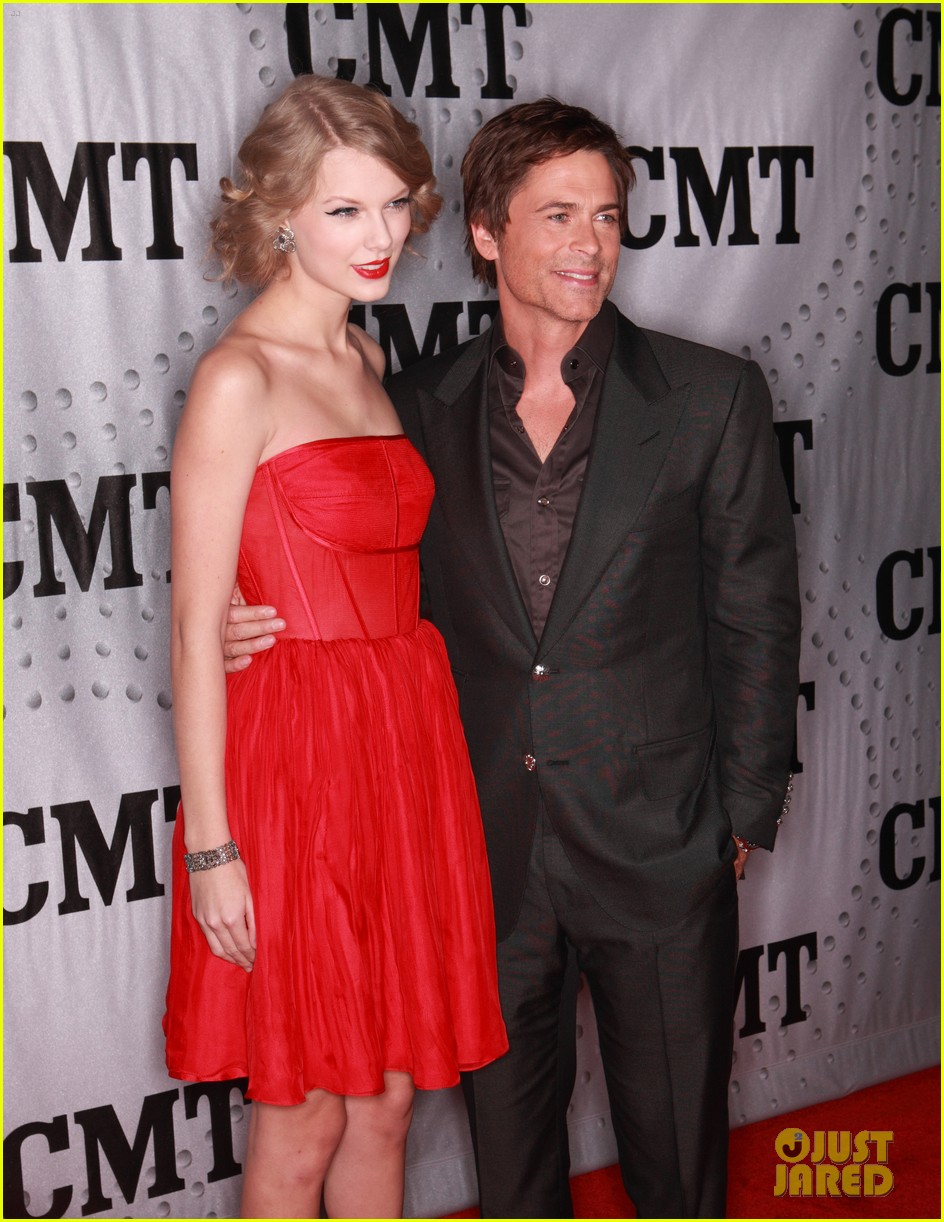 taylor swift cmt artists year 012605075