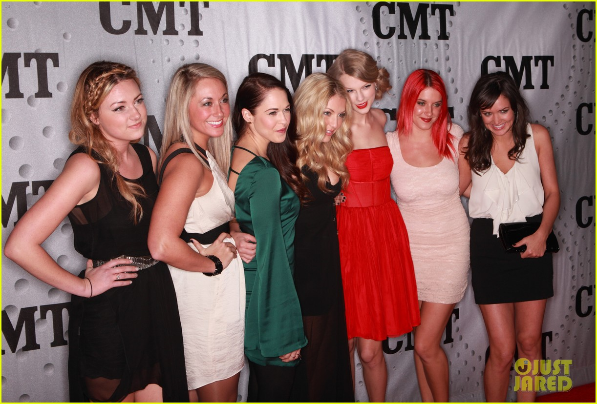 taylor swift cmt artists year 112605085