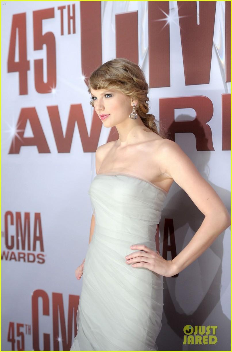 taylor swift cma awards 2011 072598624