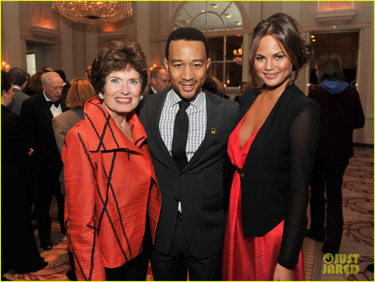 chrissy teigen john legend international rescue committee freedom award 02