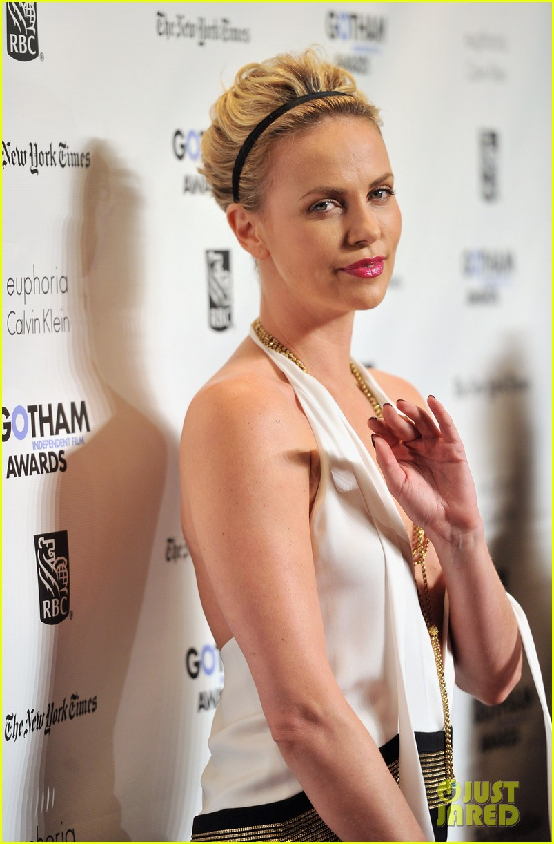 elizabeth olsen charlize theron independent awards 10