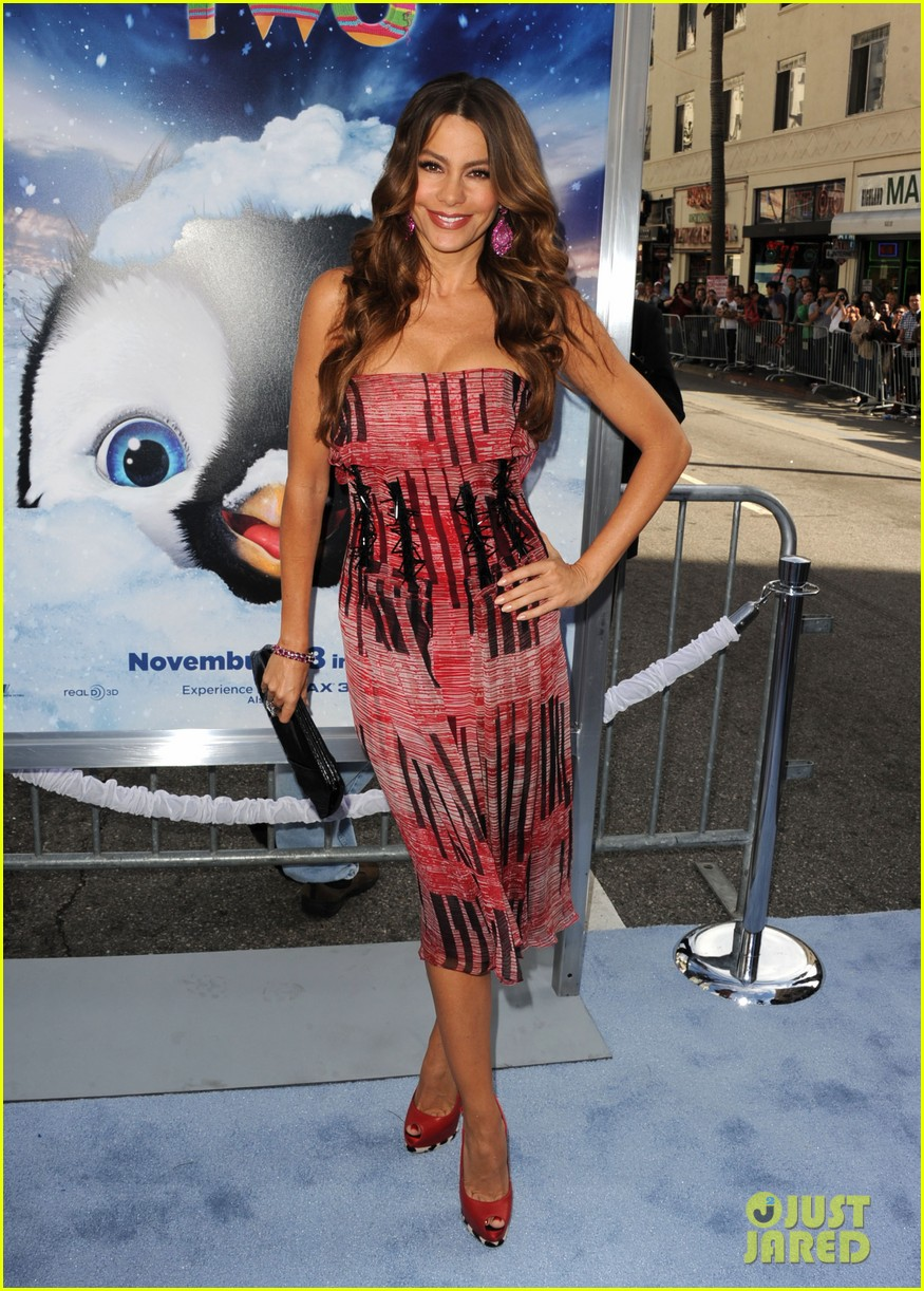 sofia vergara pink happy feet premiere 09