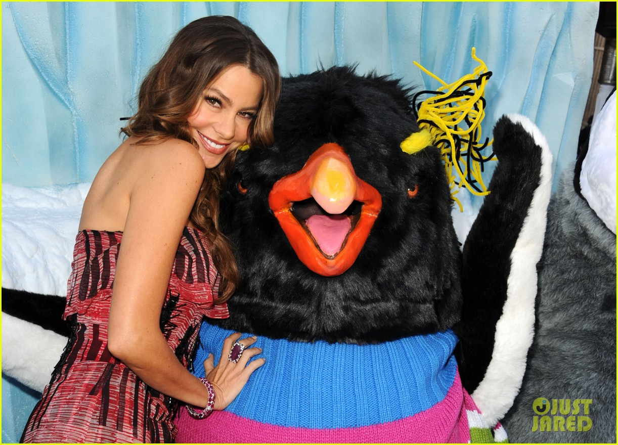 sofia vergara pink happy feet premiere 10