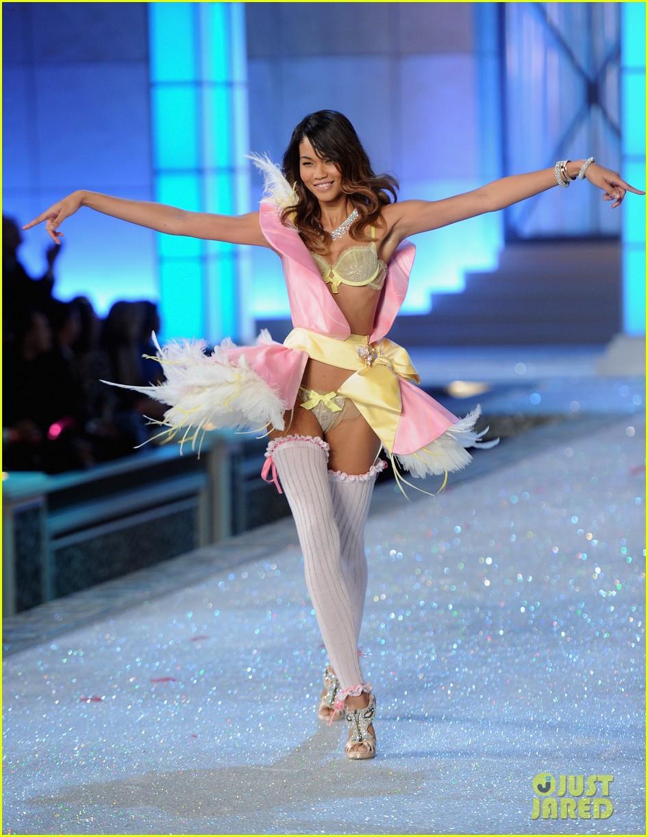 erin heatherton lily aldridge chanel iman victorias secret fashion show 052598741