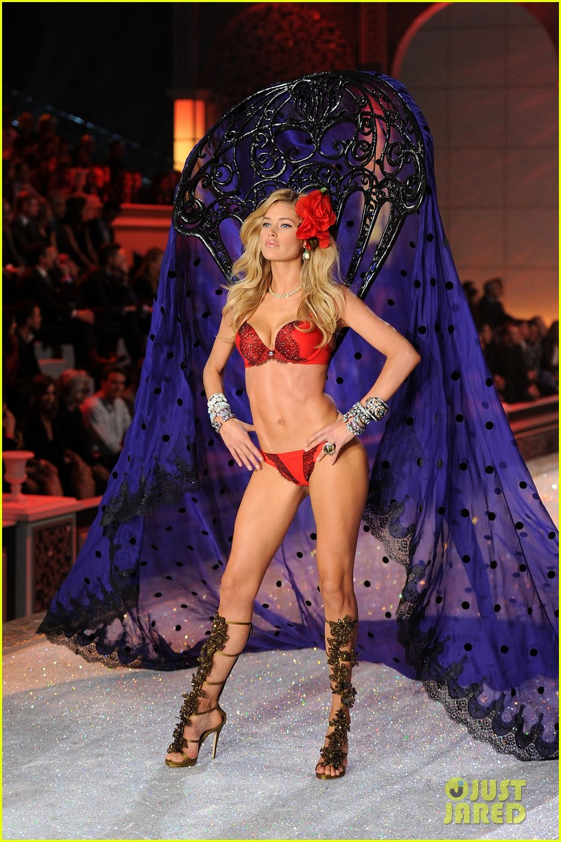 erin heatherton lily aldridge chanel iman victorias secret fashion show 18