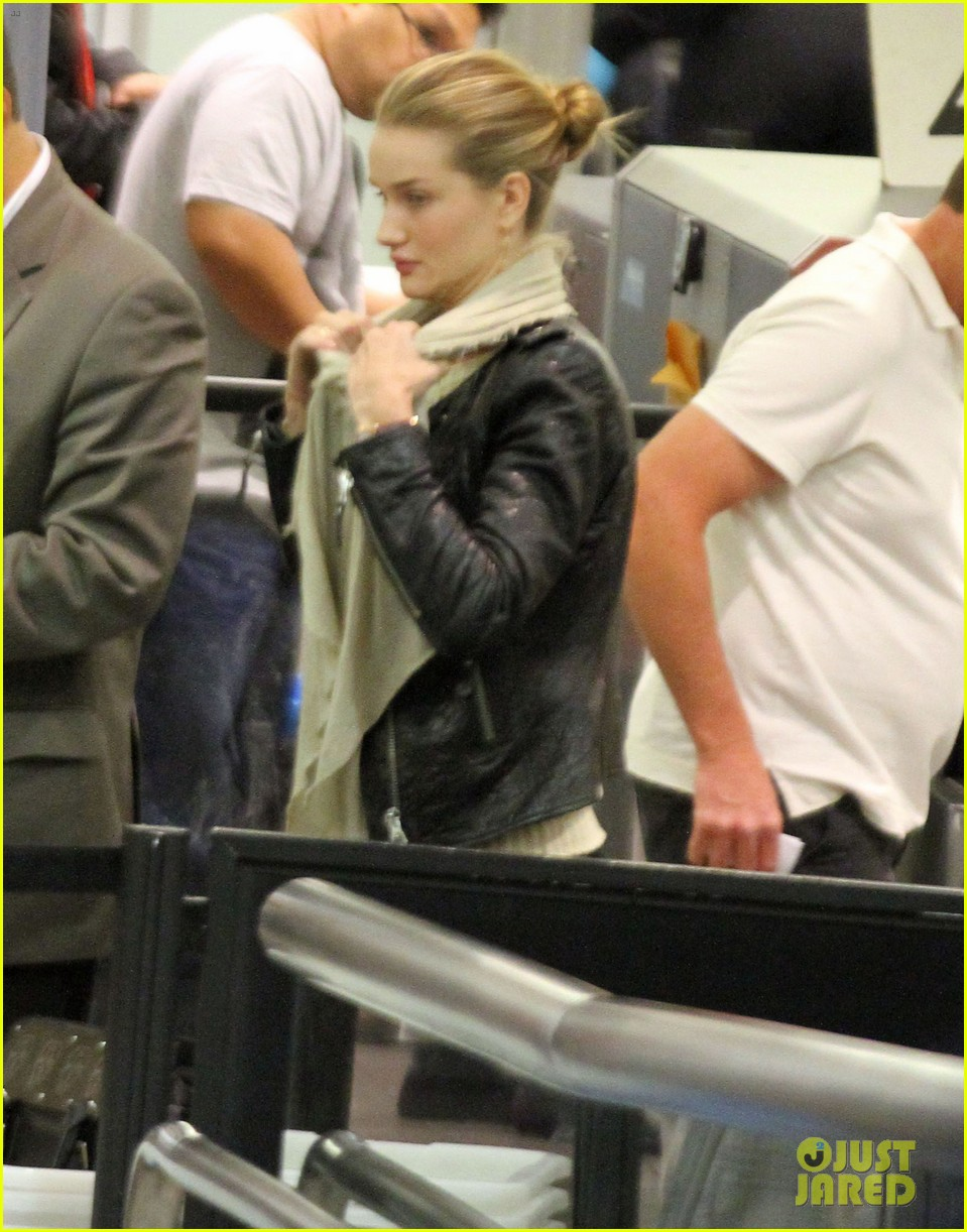 rosie huntington whiteley lax departure 03