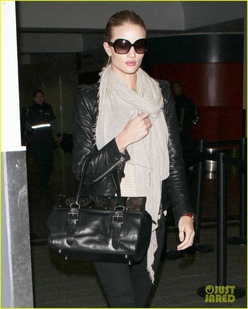 rosie huntington whiteley lax departure 082597863
