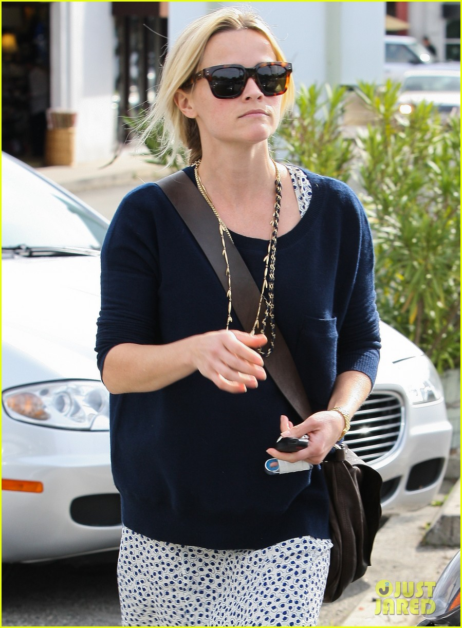 reese witherspoon broken finger 05
