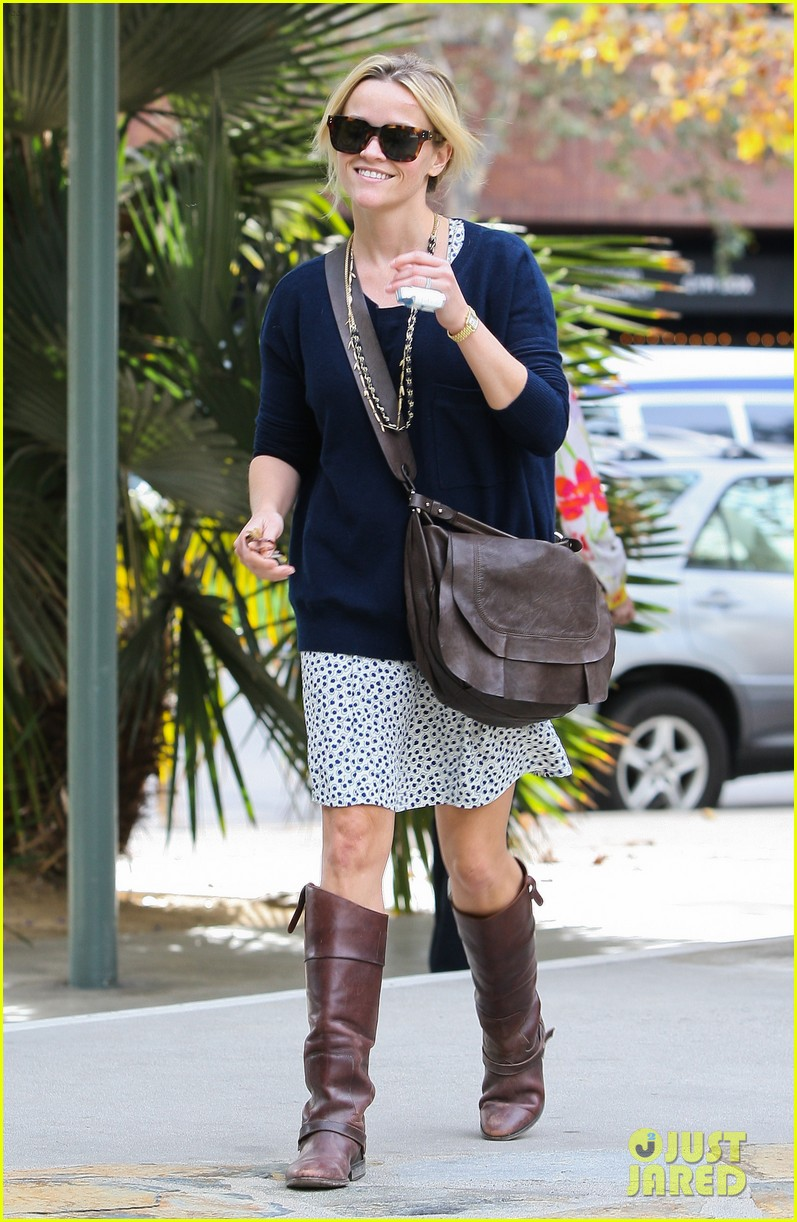 reese witherspoon broken finger 072604664