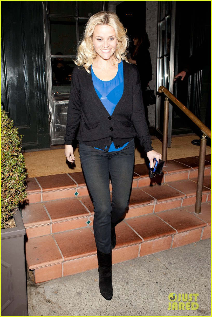 reese witherspoon ditches python bag after peta complaint 01