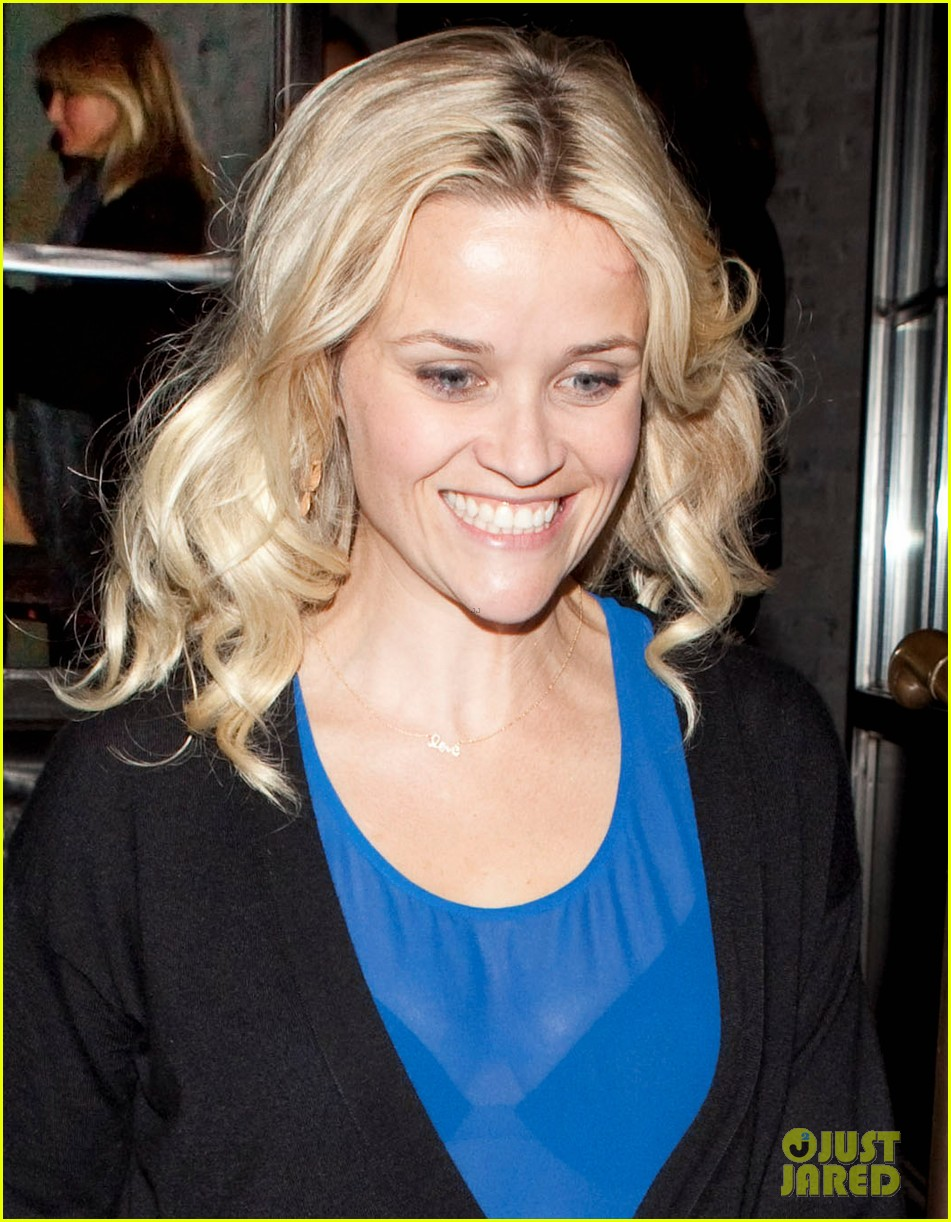 reese witherspoon ditches python bag after peta complaint 02