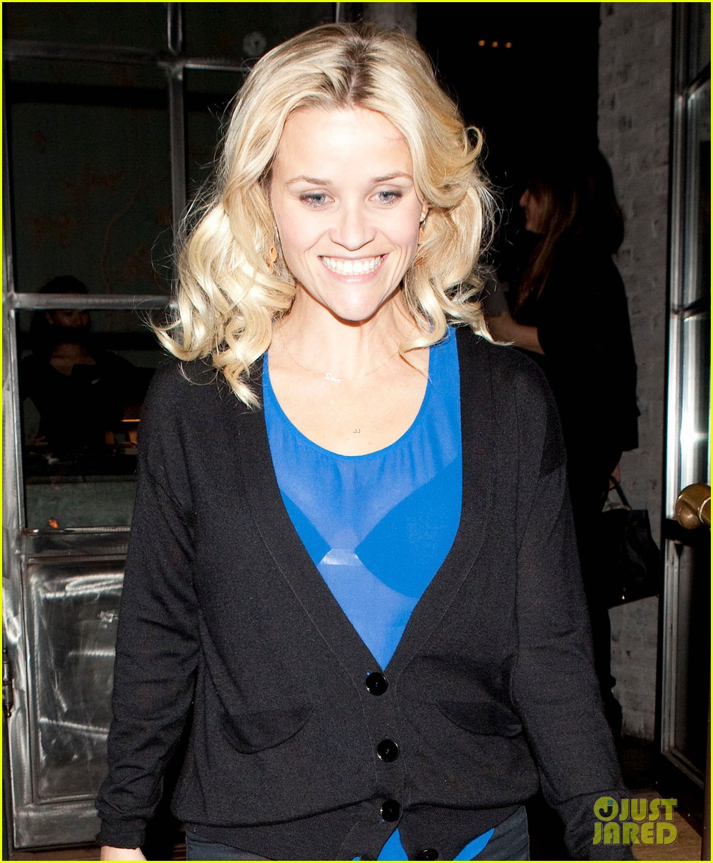 reese witherspoon ditches python bag after peta complaint 032597112