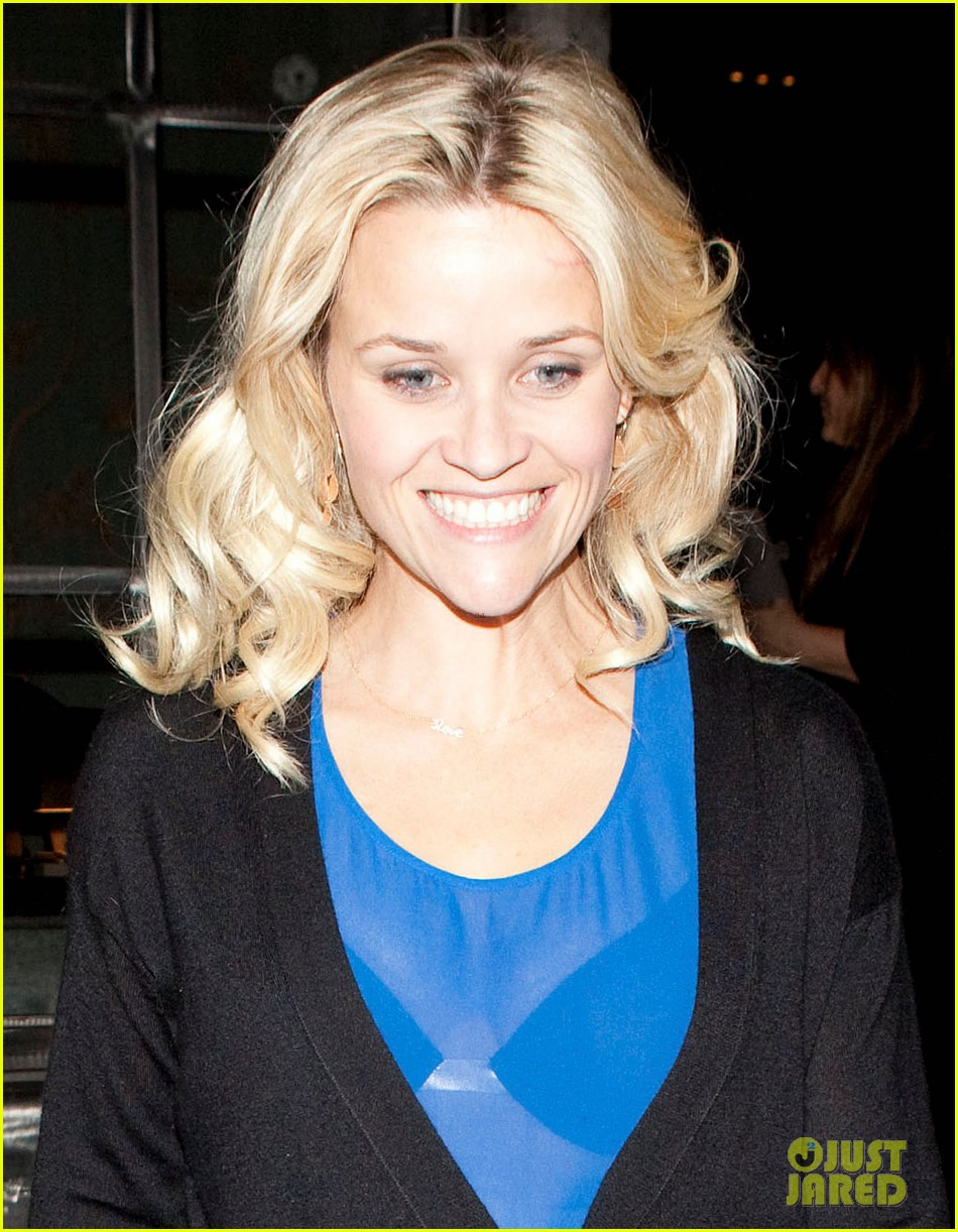 reese witherspoon ditches python bag after peta complaint 042597113