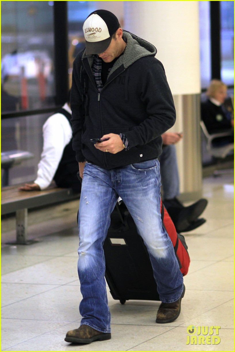 jensen ackles airport 04