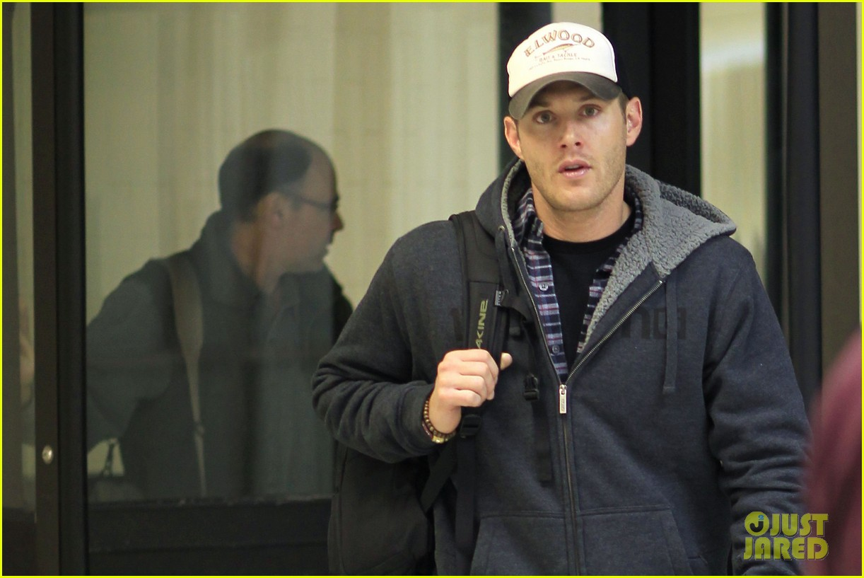 jensen ackles airport 08