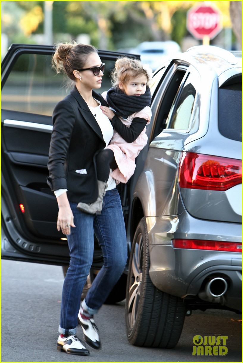 jessica alba birthday party drop off 042612065