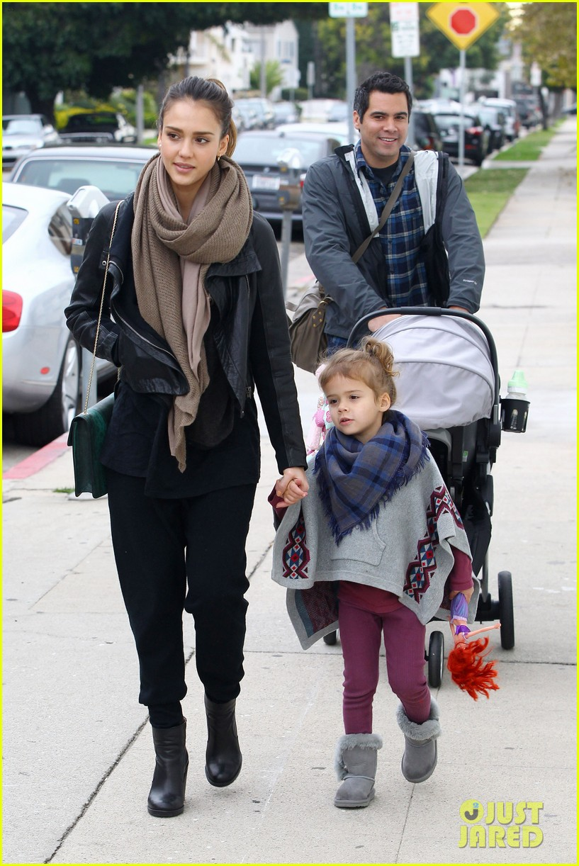 jessica alba honor is the best big sister 122610762
