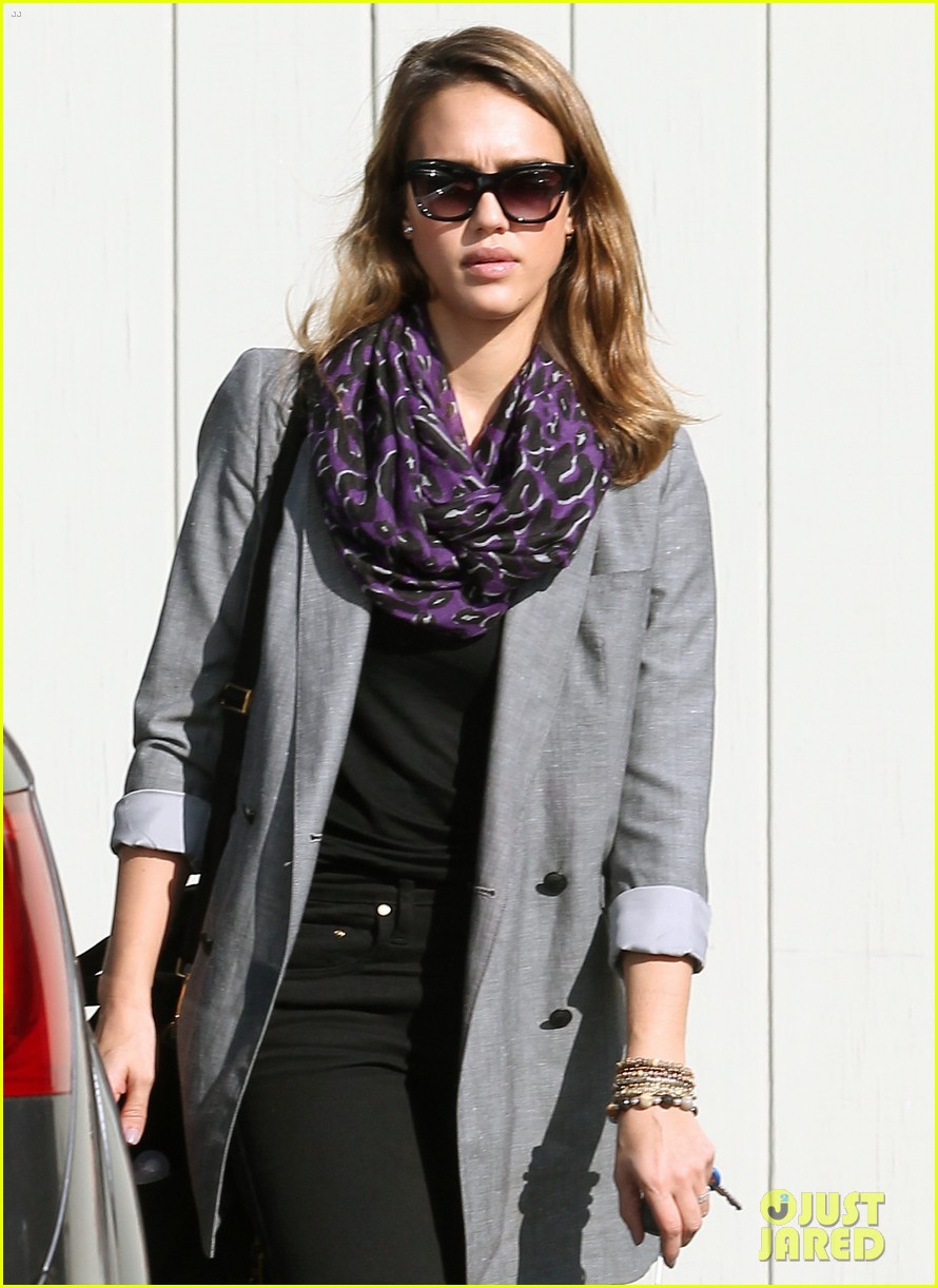 jessica alba toys r us stop with baby haven 112611704