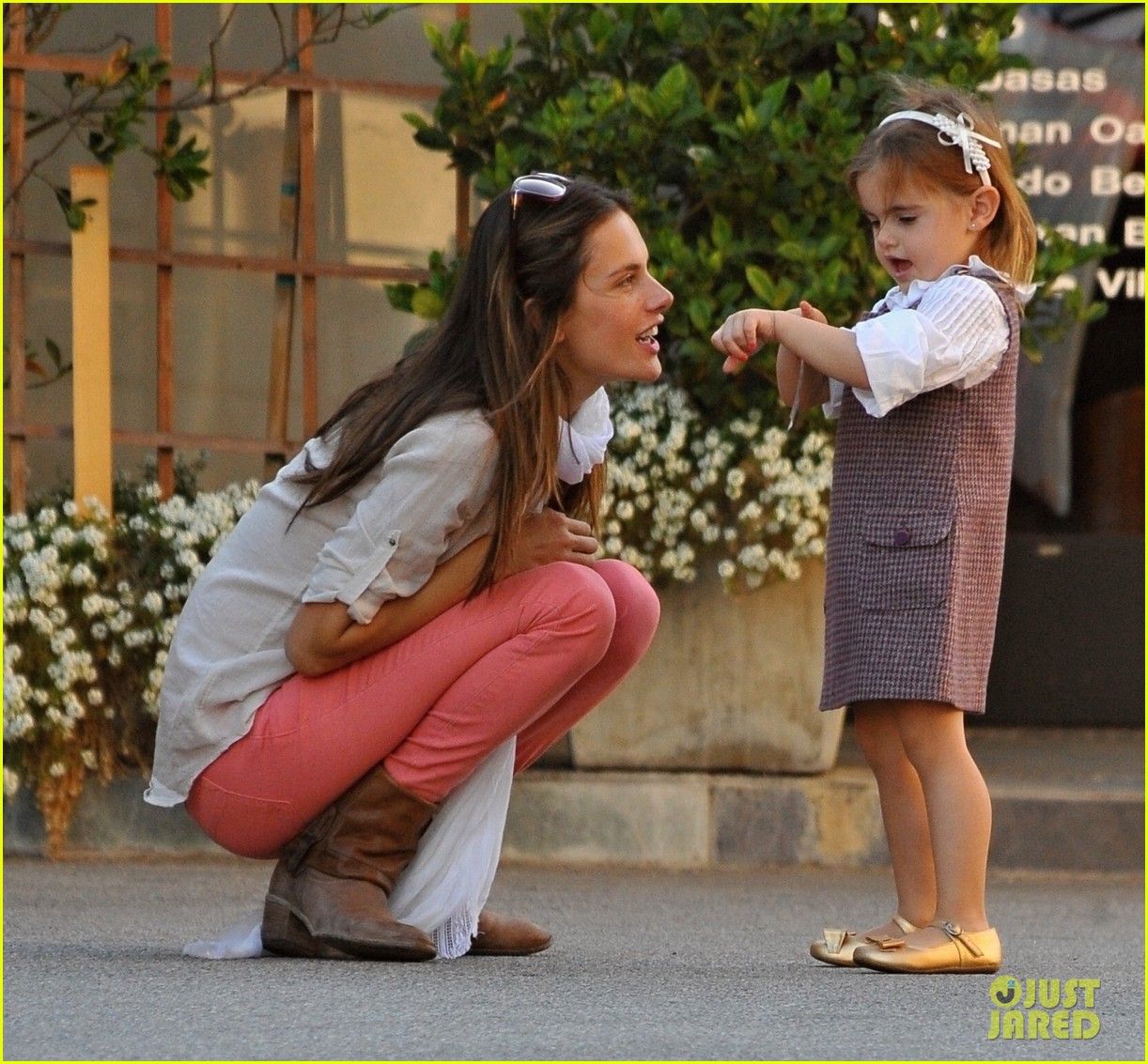 alessandra ambrosio anja play stickers 01