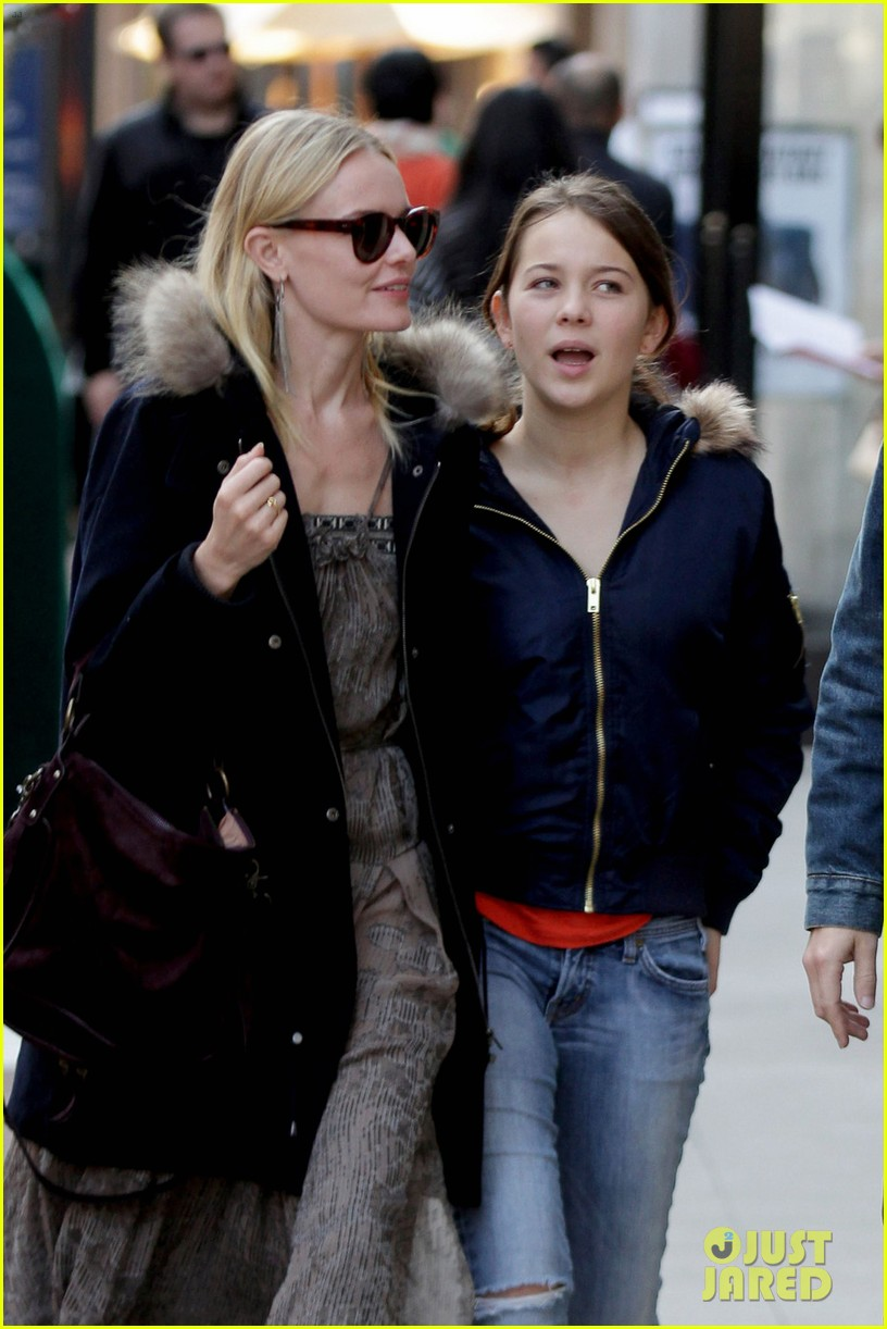 kate bosworth shops with michael polish daughter 022609004